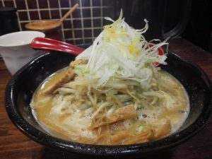 【大人気】平日昼でも行列!池袋の味噌ラーメン専門店 麺処 花田