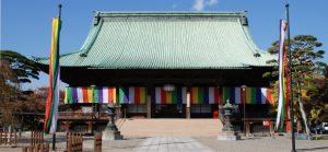 池袋を目の前にした都内有数規模のお寺「護国寺」
